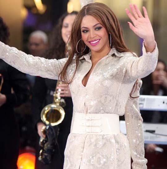 Beyonce: 3 braccia sono meglio di 2!
